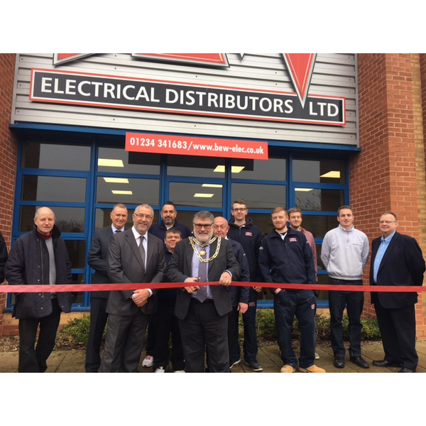 Mayor Dave Hodgson cuts the ribbon at the opening of Bedford branch of BEW Electrical Distribution
