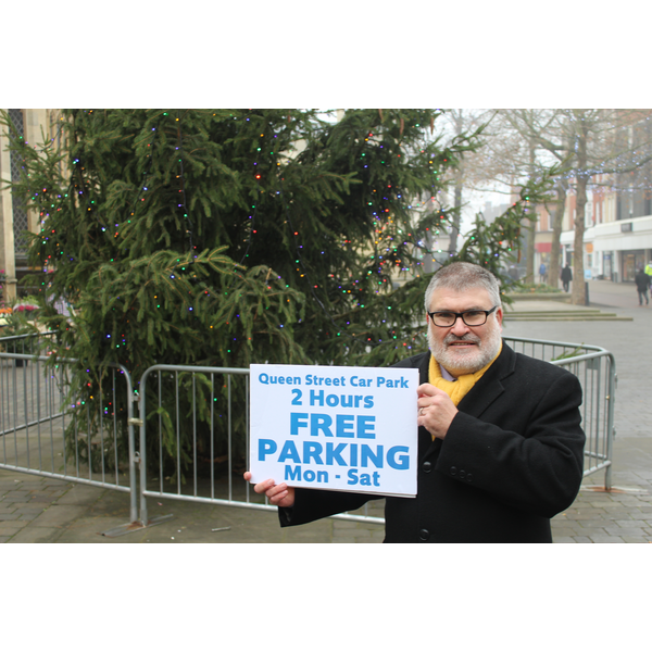 Mayor Dave Hodgson marks the start of extended free parking arrangements in Bedford Town Centre