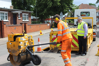 Mayor Dave Hodgson on site to see roads maintenance taking place