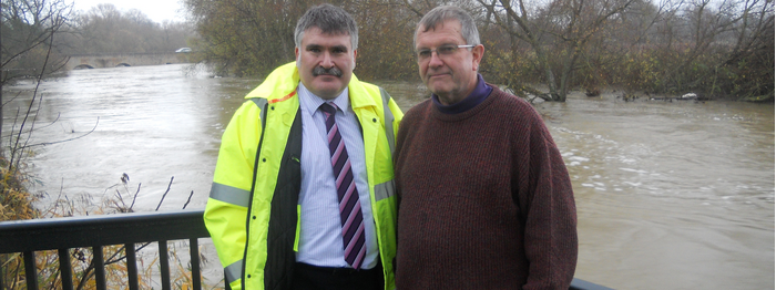 Mayor Dave Hodgson with a local resident in Bromham surveying the high waters