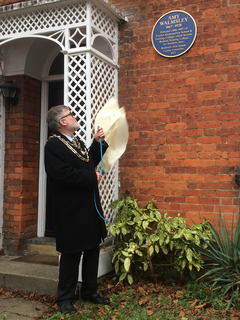 Mayor Dave Hodgson unveils the Blue Plaque in honour of Amy Walmsley in The Crescent, Bedford