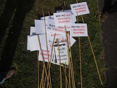 Covanta Incinerator Demonstration Placards