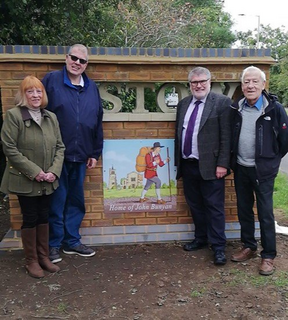 Mayor Dave Hodgson and Councillor Sue Anderson unveil Elstow Gate
